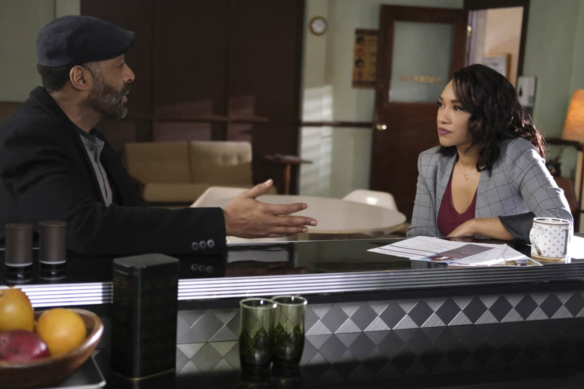 """THE FLASH Season 7 Episode 12 -- """"Good-Bye Vibrations"""" -- Image Number: FLA712a_0236r.jpg -- Pictured (L-R): Jesse L. Martin as Captain Joe West and Candice Patton as Iris West - Allen  -- Photo: Bettina Strauss/The CW -- © 2021 The CW Network, LLC. All Rights Reserved.Photo Credit: Bettina Strauss"""