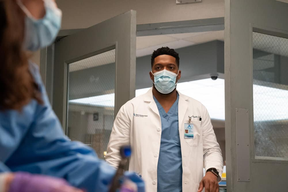 """NEW AMSTERDAM Season 3 Episode 14 -- """"Death Begins in Radiology"""" Episode 314 -- Pictured: Jocko Sims as Dr. Floyd Reynolds -- (Photo by: Virginia Sherwood/NBC)"""