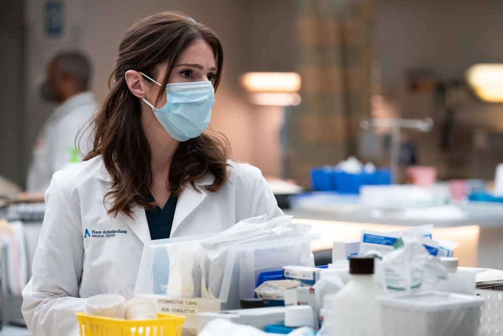 """NEW AMSTERDAM Season 3 Episode 14 -- """"Death Begins in Radiology"""" Episode 314 -- Pictured: Janet Montgomery as Dr. Lauren Bloom  -- (Photo by: Virginia Sherwood/NBC)"""