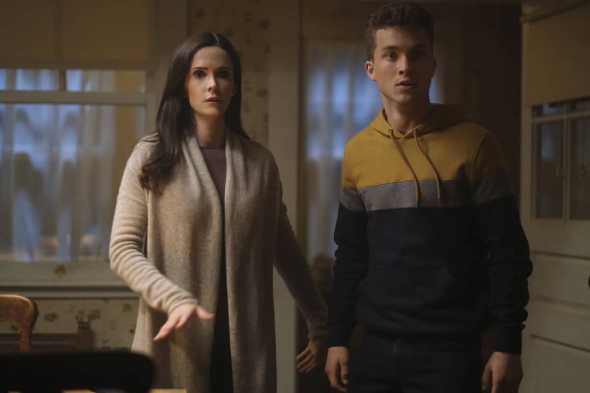 """SUPERMAN AND LOIS Season 1 Episode 9 -- """"Loyal Subjekts"""" -- Image Number: SML109a_0100r.jpg -- Pictured (L-R): Bitsie Tulloch as Lois and Jordan Elsass as Jonathan Kent -- Photo: Bettina Strauss/The CW -- © 2021 The CW Network, LLC. All Rights Reserved.Photo Credit: Bettina Strauss"""