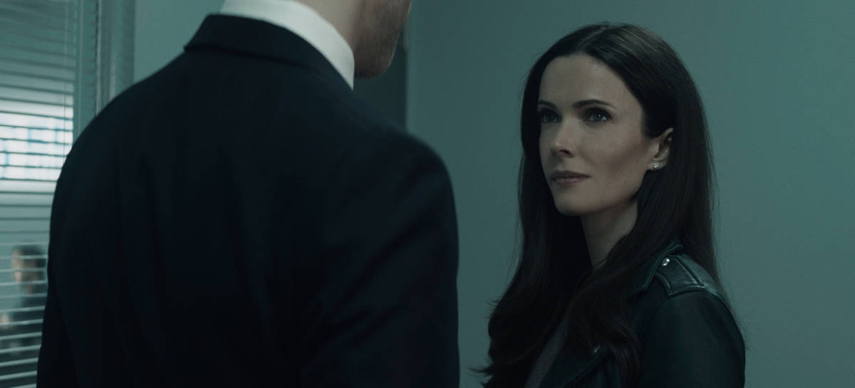 """SUPERMAN AND LOIS Season 1 Episode 9-- """"Loyal Subjekts"""" -- Image Number: SML109fg_0009r.jpg -- Pictured: Bitsie Tulloch as Lois -- Photo: The CW -- © 2021 The CW Network, LLC. All Rights Reserved.Photo Credit: Bettina Strauss"""