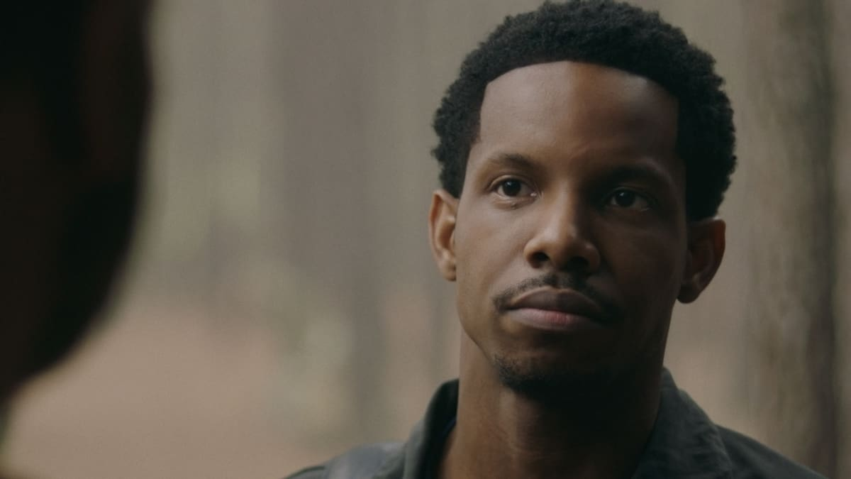 """LEGACIES Season 3 Episode 14 -- """"This Feels a Little Cult-y"""" -- Image Number: LGC314fg_0015r -- Pictured: Demetrius Bridges as Dorian -- Photo: The CW -- © 2021 The CW Network, LLC. All Rights Reserved."""