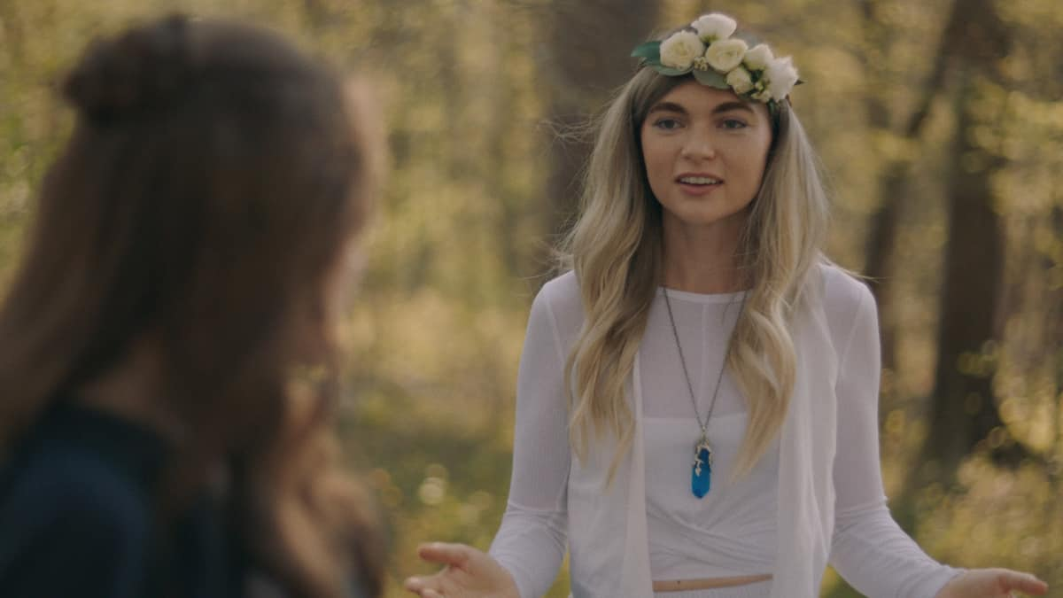 """LEGACIES Season 3 Episode 14 -- """"This Feels a Little Cult-y"""" -- Image Number: LGC314fg_0011r -- Pictured: Jenny Boyd as Lizzie Saltzman -- Photo: The CW -- © 2021 The CW Network, LLC. All Rights Reserved."""
