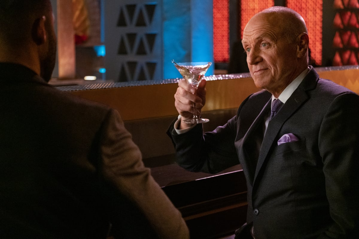 """DYNASTY Season 4 Episode 6 -- """"A Little Father-Daughter Chat"""" -- Image Number: DYN406a_0228r.jpg -- Pictured: Robert Christopher Riley as Michael Culhane, Alan Dale as Anders -- Photo: Wilford Harewood/The CW -- © 2021 The CW Network, LLC. All Rights Reserved"""