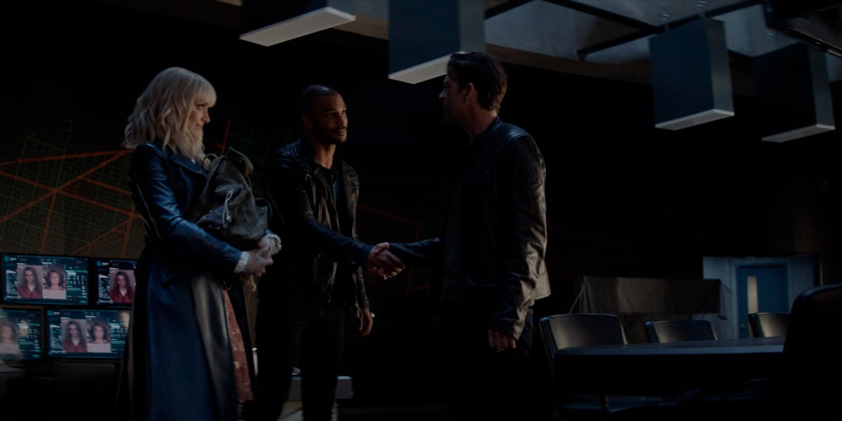 """BATWOMAN Season 2 Episode 16 -- """"Rebirth"""" -- Image Number: BWN216fg_0017r -- Pictured (L-R): Rachel Skarsten as Alice, Nathan Owens as Ocean and Dougray Scott as Commander Jacob Kane -- Photo: The CW -- © 2021 The CW Network, LLC. All Rights Reserved."""