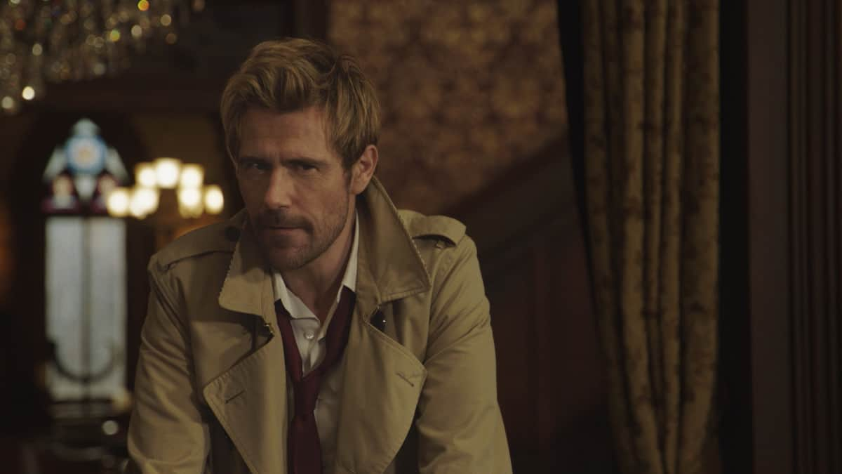 """LEGENDS OF TOMORROW Season 6 Episode 6 -- """"Bishop\'s Gambit"""" -- Image Number: LGN606fg_0033r.pg -- Pictured: Matt Ryan as John Constantine -- Photo: The CW -- © 2021 The CW Network, LLC. All Rights Reserved."""