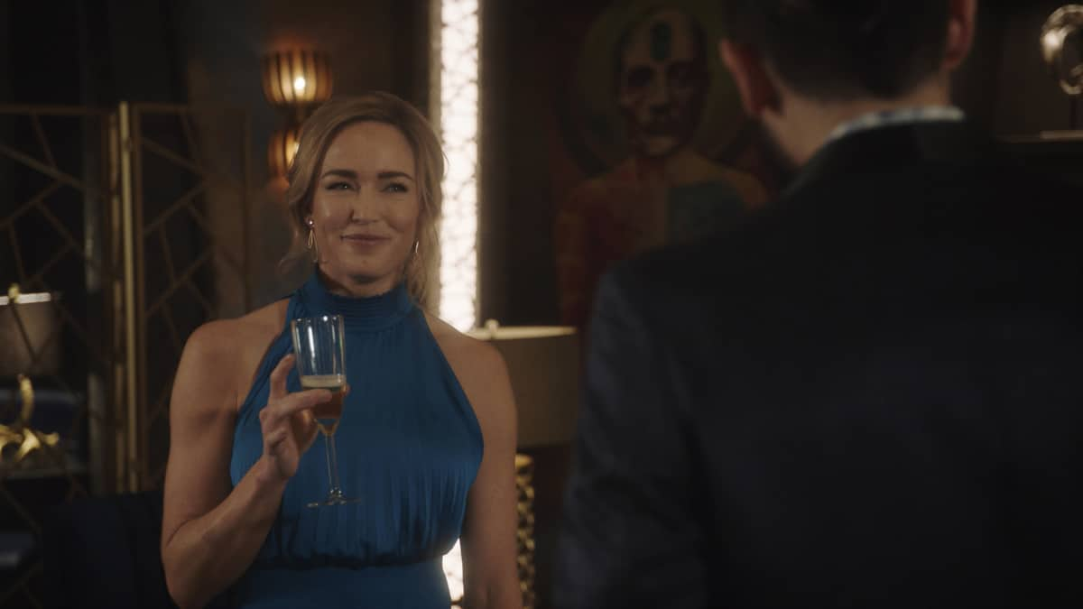 """LEGENDS OF TOMORROW Season 6 Episode 6 -- """"Bishop\'s Gambit"""" -- Image Number: LGN606fg_0048r.jpg -- Pictured: Caity Lotz as Sara Lance/White Canary -- Photo: The CW -- © 2021 The CW Network, LLC. All Rights Reserved."""