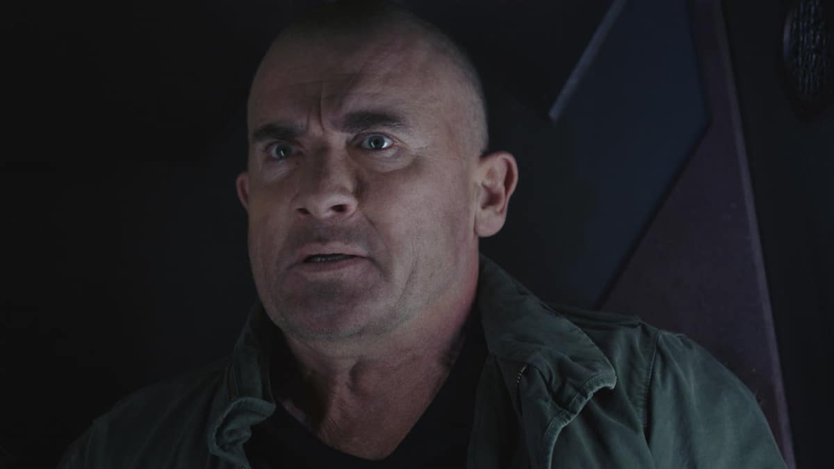 """LEGENDS OF TOMORROW Season 6 Episode 6 -- """"Bishop\'s Gambit"""" -- Image Number: LGN606fg_0055.jpg -- Pictured: Dominic Purcell as Mick Rory/Heat Wave -- Photo: The CW -- © 2021 The CW Network, LLC. All Rights Reserved."""
