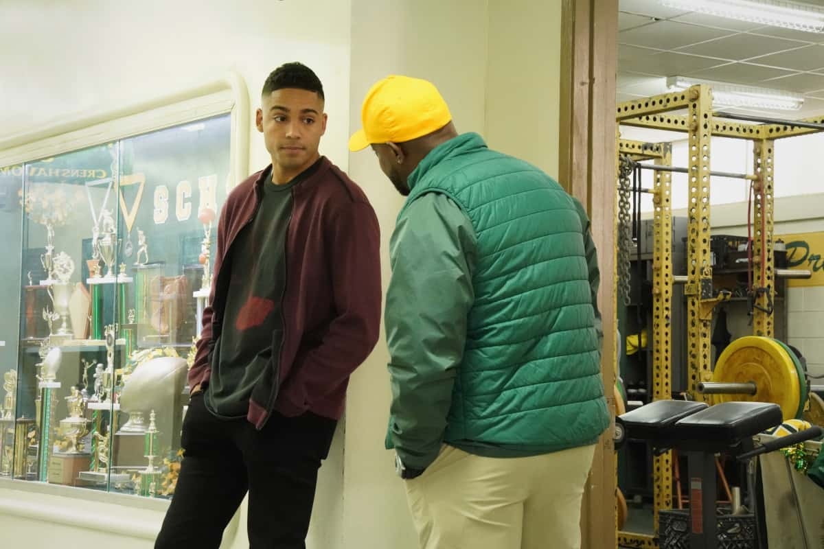 """ALL AMERICAN Season 3 Episode 14 -- """"Ready or Not"""" -- Image Number: ALA314b_0634r.jpg -- Pictured (L-R): Michael Evans Behling as Jordan and Taye Diggs as Billy -- Photo: Bill Inoshita/The CW -- © 2021 The CW Network, LLC. All Rights Reserved"""