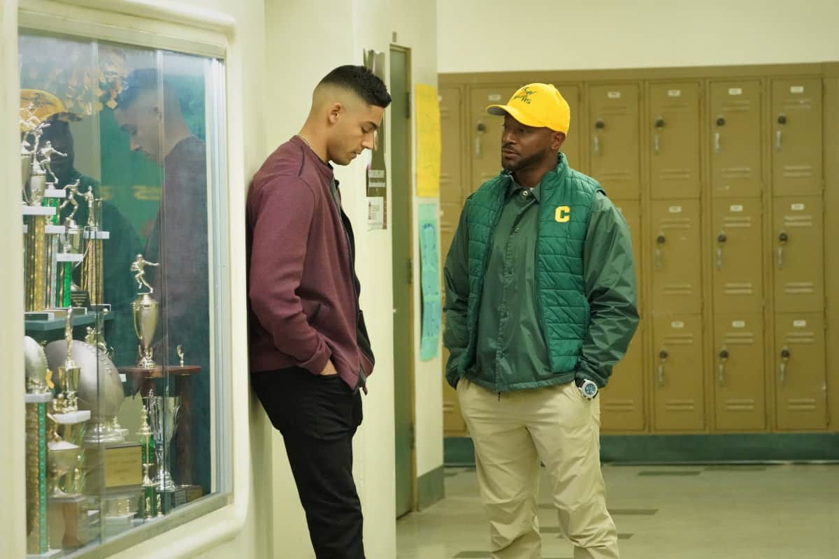 """ALL AMERICAN Season 3 Episode 14 -- """"Ready or Not"""" -- Image Number: ALA314b_0533r.jpg -- Pictured (L-R): Michael Evans Behling as Jordan and Taye Diggs as Billy -- Photo: Bill Inoshita/The CW -- © 2021 The CW Network, LLC. All Rights Reserved"""