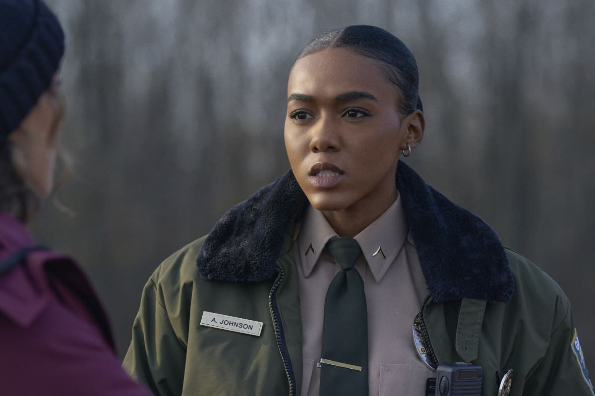 """THE REPUBLIC OF SARAH Season 1 Episode 2 — """"Power"""" -- Image Number: REP102a_0120r -- Pictured: Nia Holloway as Amy """"AJ"""" Johnson -- Photo: Philippe Bosse/The CW -- © 2021 The CW Network, LLC. All Rights Reserved."""