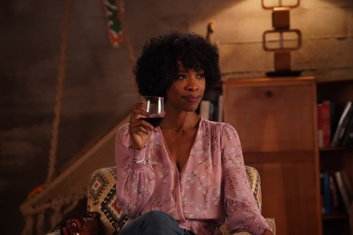 """ALL AMERICAN Season 3 Episode 15-- """"After Hours"""" -- Image Number: ALA319a_0061r.jpg -- Pictured: Karimah Westbrook as Grace  -- Photo: Bill Inoshita/The CW -- © 2021 The CW Network, LLC. All Rights Reserved"""