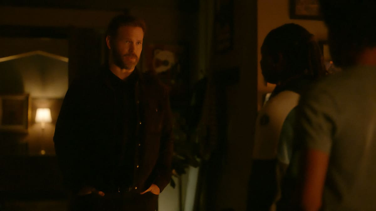 """LEGACIES Season 3 Episode 16 -- """"Fate's a Bitch, Isn't It?"""" -- Image Number: LGC316fg_0036r -- Pictured: Matthew Davis as Alaric Saltzman -- Photo: The CW -- © 2021 The CW Network, LLC. All Rights Reserved."""
