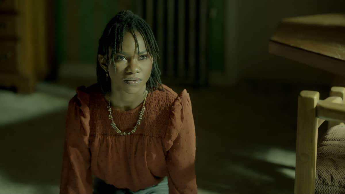 """LEGACIES Season 3 Episode 16 -- """"Fate's a Bitch, Isn't It?"""" -- Image Number: LGC316fg_0022r -- Pictured: Omono Okojie as Cleo -- Photo: The CW -- © 2021 The CW Network, LLC. All Rights Reserved."""