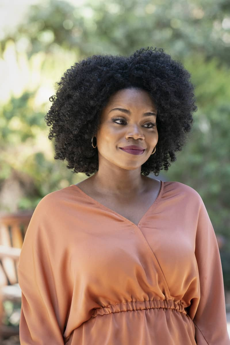 """ALL AMERICAN Season 3 Episode 17 -- """"All American: Homecoming"""" -- Image Number: ALA316a_0153r.jpg -- Pictured: Kelly Jenrette as Amara -- Photo: Bill Inoshita/The CW -- © 2021 The CW Network, LLC. All Rights Reserved"""