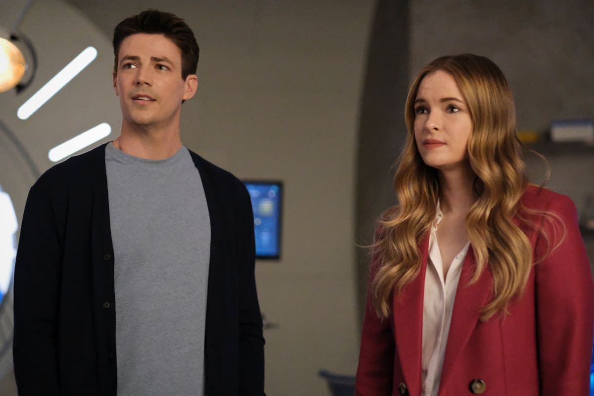 """THE FLASH Season 7 Episode 16 -- """"P.O.W."""" -- Image Number: FLA716a_0385r.jpg – Pictured (L-R): Grant Gustin as Barry Allen and Danielle Panabaker as Caitlin Snow -- Photo: Bettina Strauss/The CW -- © 2021 The CW Network, LLC. All Rights Reserved. Photo Credit: Bettina Strauss"""