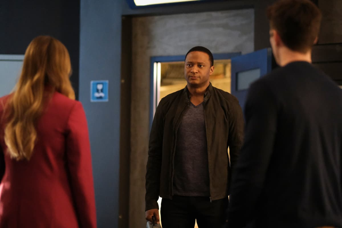 """THE FLASH Season 7 Episode 16 -- """"P.O.W."""" -- Image Number: FLA716a_0189r.jpg -- Pictured: David Ramsey as John Diggle -- Photo: Bettina Strauss/The CW -- © 2021 The CW Network, LLC. All Rights Reserved. Photo Credit: Bettina Strauss"""