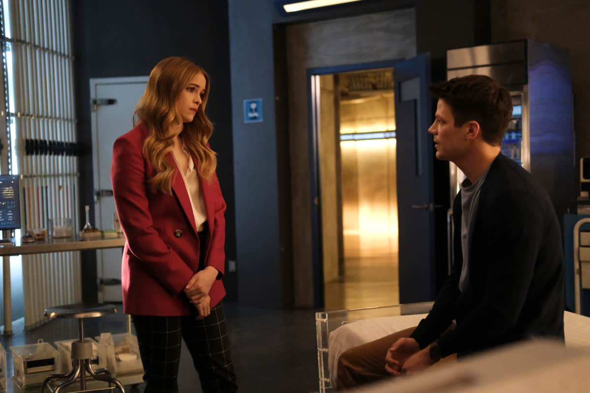 """THE FLASH Season 7 Episode 16 -- """"P.O.W."""" -- Image Number: FLA716a_0159r.jpg -- Pictured (L-R): Danielle Panabaker as Caitlin Snow and Grant Gustin as Barry Allen -- Photo: Bettina Strauss/The CW -- © 2021 The CW Network, LLC. All Rights Reserved. Photo Credit: Bettina Strauss"""