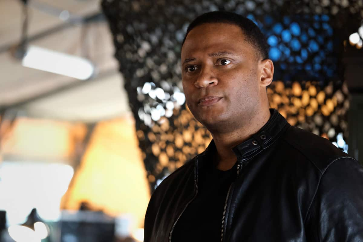 """SUPERMAN AND LOIS Season 1 Episode 12 -- """"Through The Valley of Death"""" -- Image Number: SML112a_0325r.jpg -- Pictured: David Ramsey as John Diggle -- Photo: Bettina Strauss/The CW -- © 2021 The CW Network, LLC. All Rights Reserved"""