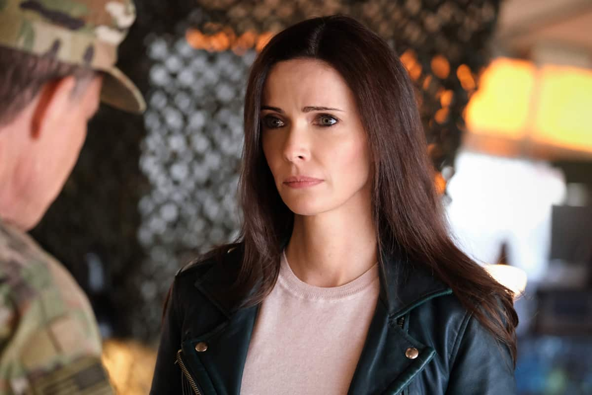 """SUPERMAN AND LOIS Season 1 Episode 12 -- """"Through The Valley of Death"""" -- Image Number: SML112a_0174r.jpg -- Pictured: Elizabeth Tulloch as Lois Lane  -- Photo: Bettina Strauss/The CW -- © 2021 The CW Network, LLC. All Rights Reserved"""