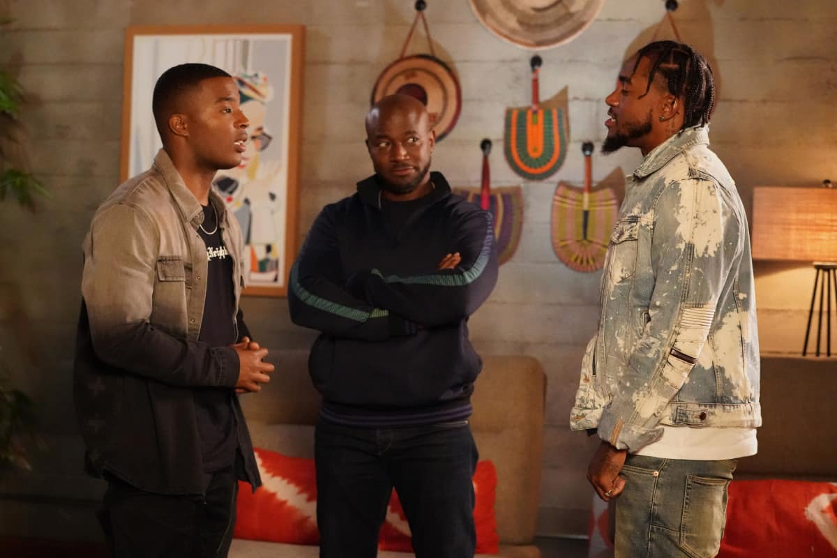 """ALL AMERICAN Season 3 Episode 19 -- """"Surviving the Times"""" -- Image Number: ALA318a_0695r.jpg -- Pictured (L-R): Daniel Ezra as Spencer, Taye Diggs as Billy and DeSean Jackson -- Photo: Bill Inoshita /The CW -- © 2021 The CW Network, LLC. All Rights Reserved."""