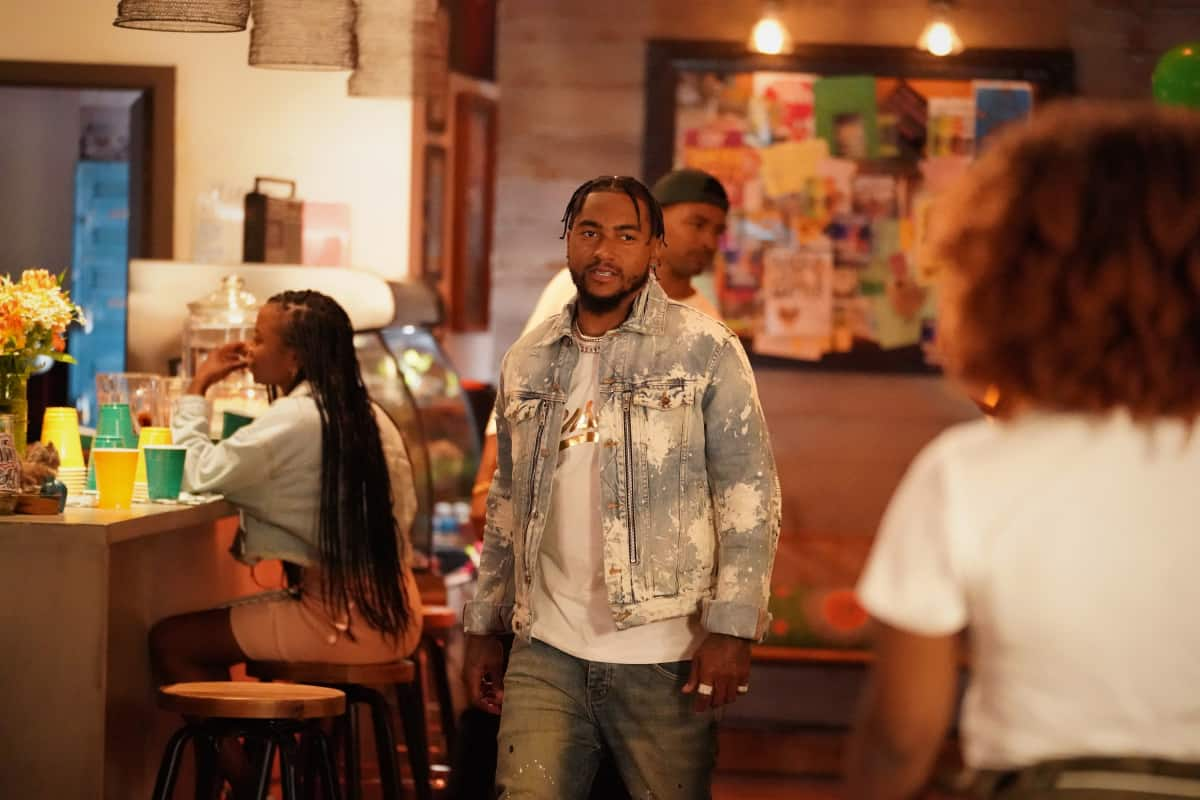 """ALL AMERICAN Season 3 Episode 19 -- """"Surviving the Times"""" -- Image Number: ALA318a_0575r.jpg -- Pictured: DeSean Jackson -- Photo: Bill Inoshita /The CW -- © 2021 The CW Network, LLC. All Rights Reserved."""