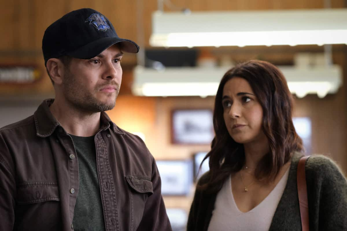 """SUPERMAN AND LOIS Season 1 Episode 13 -- """"Fail Safe"""" -- Image Number: SML113a_0435r.jpg -- Pictured (L-R): Erik Valdez as Kyle Cushing and Emmanuelle Chriqui as Lana Lang Cushing  -- Photo: Bettina Strauss/The CW -- © 2021 The CW Network, LLC. All Rights Reserved"""