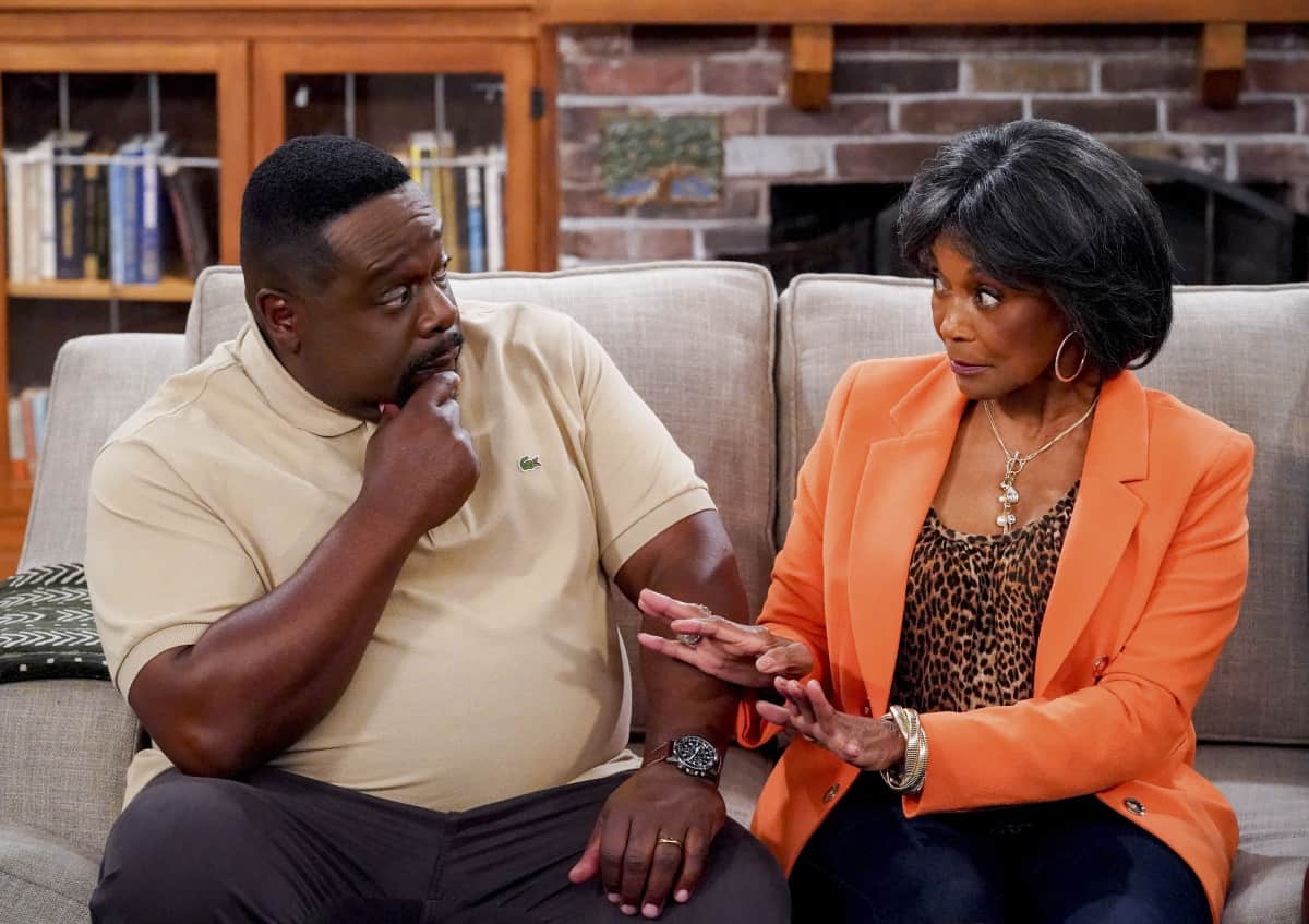 """THE NEIGHBORHOOD Season 4 Episode 1 """"Welcome to the Family"""" - Pictured: Cedric the Entertainer (Calvin Butler) and Margaret Avery (Aunt Desiray). When Dave starts researching his genealogy, he makes a surprising discovery: He and Calvin are more than just neighbors. Also, Tina offers to help Gemma when she's overcome with morning sickness, and inadvertently stumbles on a new business idea, on the fourth season premiere of THE NEIGHBORHOOD, Monday, Sept. 20 (8:00-8:30 PM, ET/PT) on the CBS Television Network and available to stream live and on demand on the CBS app and Paramount+. Photo: Monty Brinton/CBS ©2021 CBS Broadcasting, Inc. All Rights Reserved."""