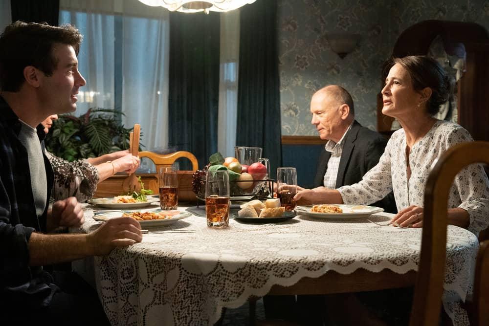"""ORDINARY JOE Season 1 Episode 1 -- """"Pilot"""" -- Pictured: (l-r) James Wolk as Joe Kimbreau, Anne Ramsay as Gwen, David Warshofsky as Uncle Frank -- (Photo by: Sandy Morris/NBC)"""