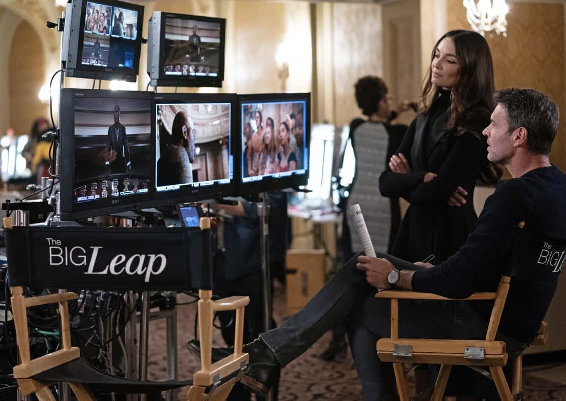 THE BIG LEAP Season 1 Episode 1: L-R: Mallory Jansen and Scott Foley in the ìI Want You Backî series premiere episode of THE BIG LEAP airing Monday, Sept. 20 (9:00-10:00PM ET/PT) on FOX. © 2021 FOX Media LLC. CR: Sandy Morris/FOX.
