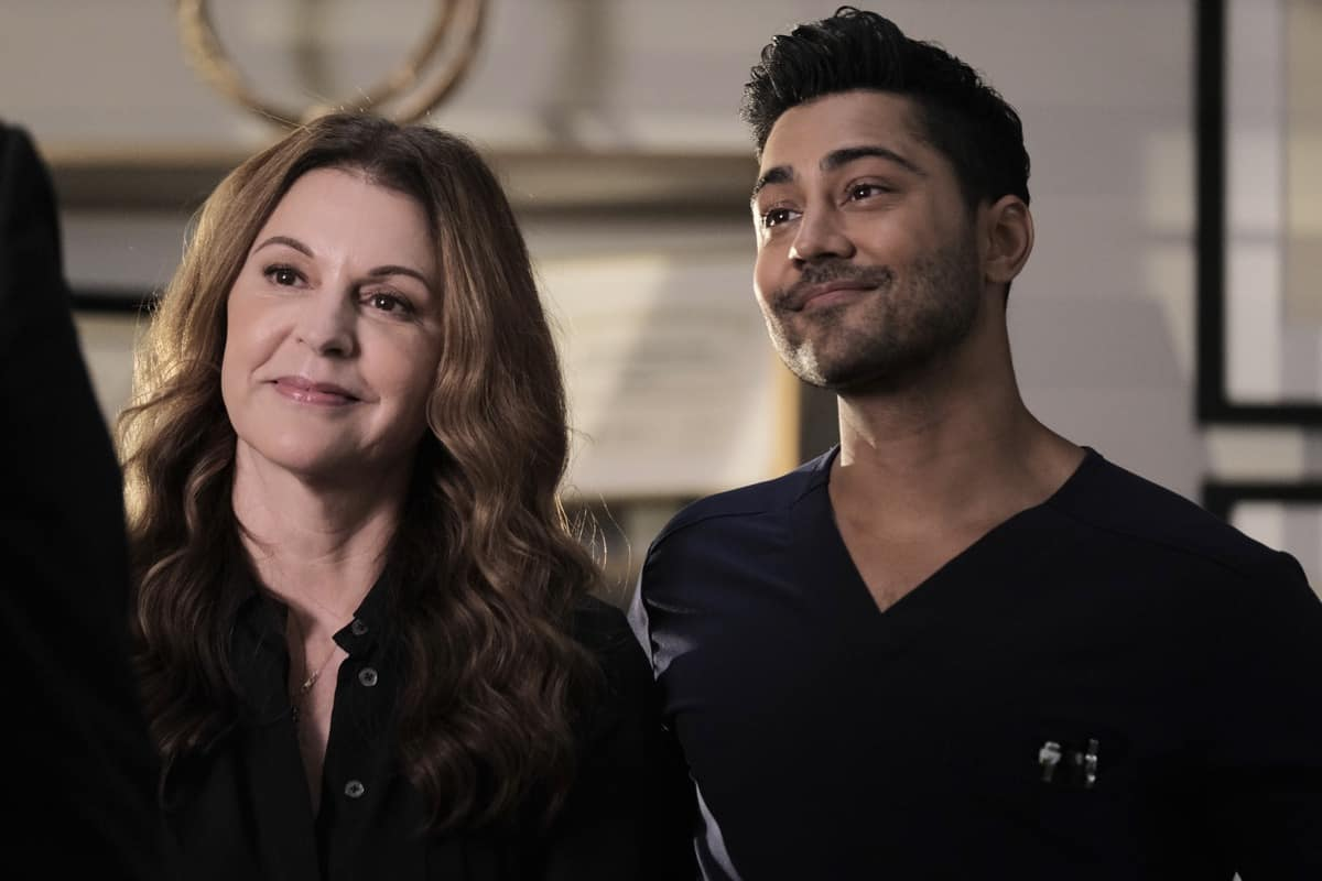 """THE RESIDENT Season 5 Episode 1: L-R: Jane Leeves and Manish Dayal in the """"DA DA """" season premiere episode of THE RESIDENT airing Tuesday, Sept. 21 (8:00-9:00 PM ET/PT) on FOX. ©2021 Fox Media LLC Cr: Tom Griscom/FOX"""