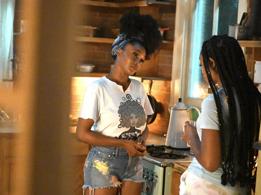 OUR KIND OF PEOPLE Season 1 Episode 1  L-R: Yaya DaCosta and Alana Bright in OUR KIND OF PEOPLE premiering Tuesday, Sept. 21 (9:00-10:00 PM ET/PT) on FOX. ©2021 FOX MEDIA LLC. Cr: Brownie Harris/FOX.