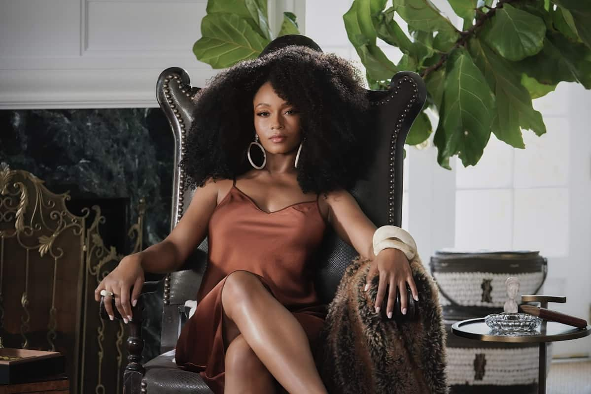 OUR KIND OF PEOPLE Season 1 Episode 1:  Yaya DaCosta in OUR KIND OF PEOPLE premiering Tuesday, Sept. 21 (9:00-10:00 PM ET/PT) on FOX.  ©2021 FOX MEDIA LLC. Cr: Michael Becker/FOX.