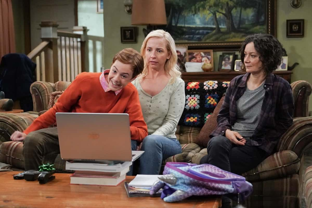 """THE CONNERS Season 4 Episode 2 - """"Education, Corruption, and Damnation"""" – After Ben declines Darlene's proposal, she starts to ponder why she tends to be so negative in life, prompting her to start a journey of self-discovery which leads to Pastor Phil. Meanwhile, newly appointed City Councilman Don Blansky puts Jackie in a tough position as she and Neville are ready to open the new and improved Lunch Box on """"The Conners,"""" WEDNESDAY, SEPT. 29 (9:00-9:31 p.m. EDT), on ABC. (ABC/Eric McCandless) AMES MCNAMARA, LECY GORANSON, SARA GILBERT"""