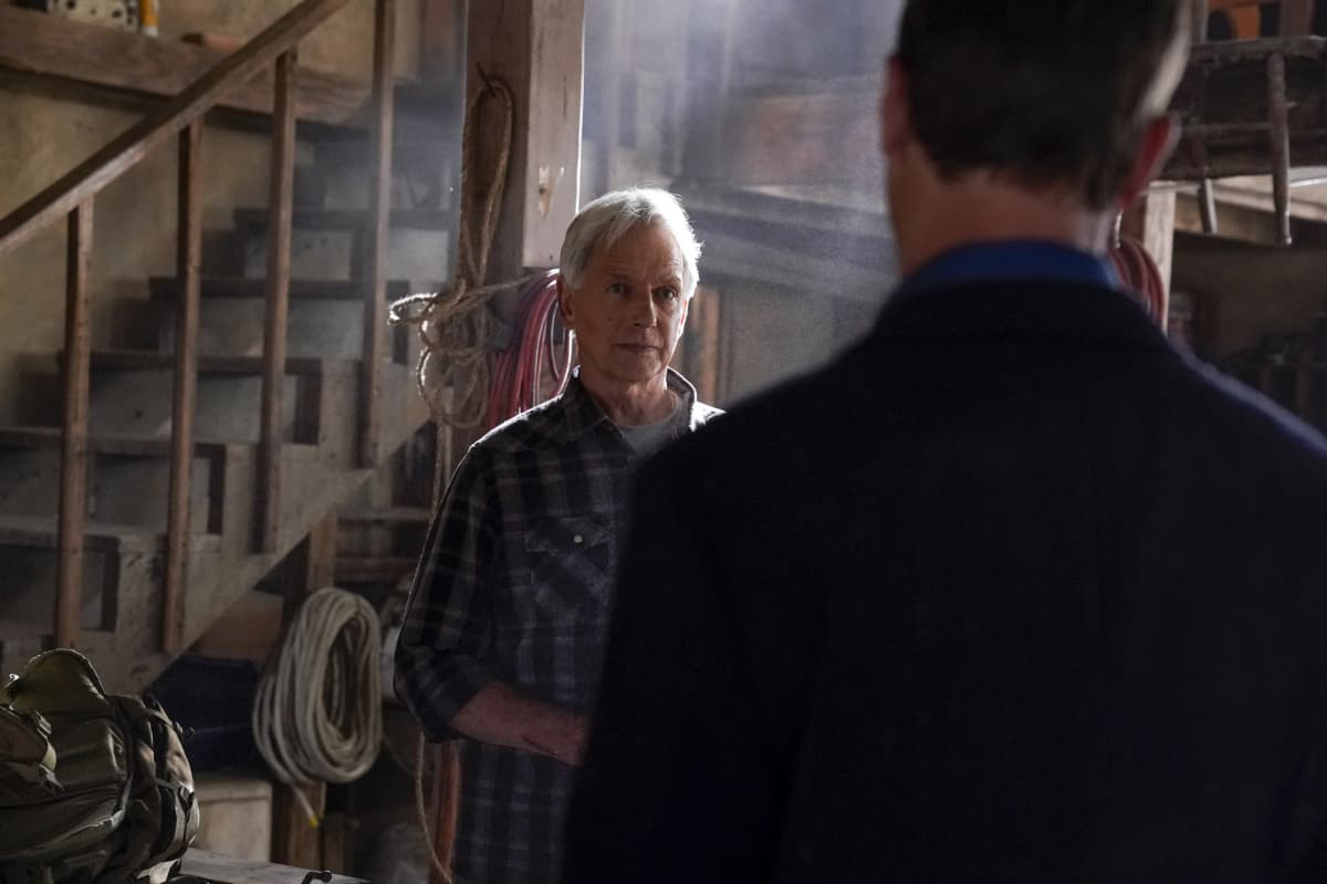 """NCIS Season 19 Episode 2 """"Nearly Departed"""" – While trying to find the serial killer Gibbs had been after, the NCIS team discover another person has been tracking the case as well, on NCIS, Monday, Sept. 27 (9:00-10:00 PM, ET/PT) on the CBS Television Network. Gary Cole joins the cast as FBI Special Agent Alden Parker. Pictured:  Mark Harmon as NCIS Special Agent Leroy Jethro Gibbs, Brian Dietzen as Medical Examiner Jimmy Palmer.  Photo: Cliff Lipson/CBS ©2021 CBS Broadcasting, Inc. All Rights Reserved."""
