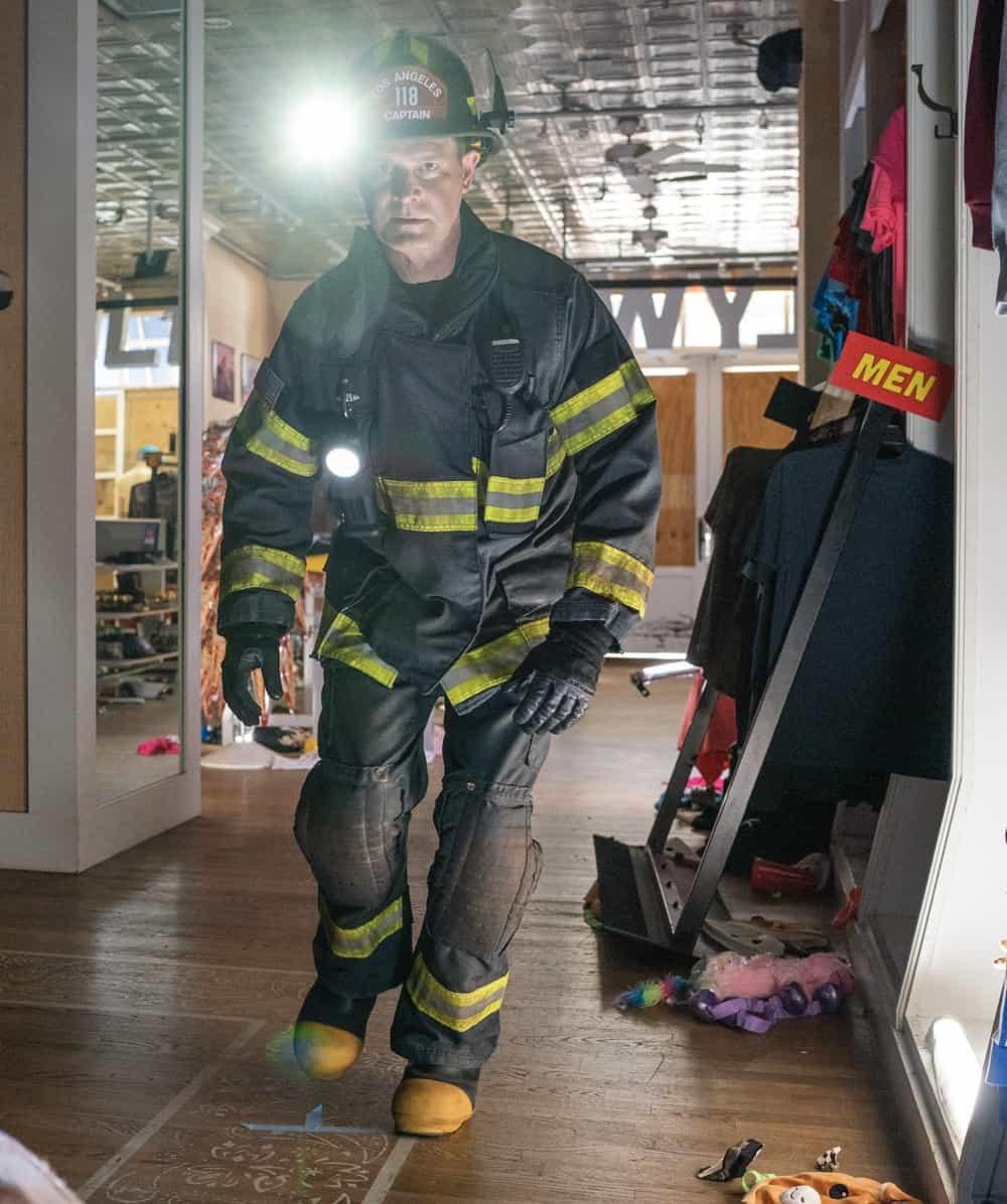 "911 Season 5 Episode 2: Peter Krause in the ""Desperate Times"" episode of 9-1-1 airing Monday, Sep. 27 (8:00-9:00 PM ET/PT) on FOX.   © 2021 FOX MEDIA LLC. CR: Jack Zeman /FOX."