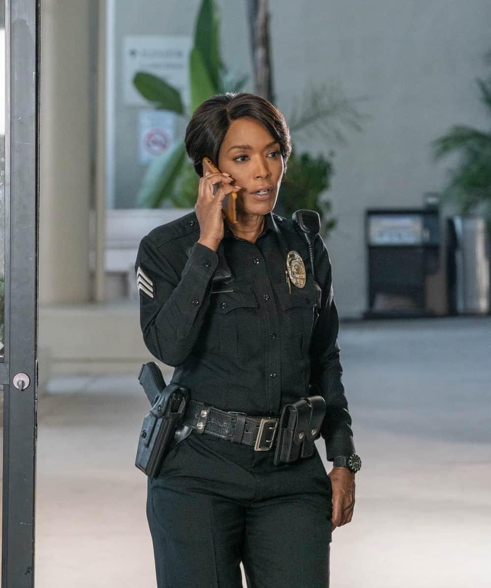 "911 Season 5 Episode 2: Angela Bassett  in the ""Desperate Times"" episode of 9-1-1 airing Monday, Sep. 27 (8:00-9:00 PM ET/PT) on FOX.   © 2021 FOX MEDIA LLC. CR: Jack Zeman /FOX."