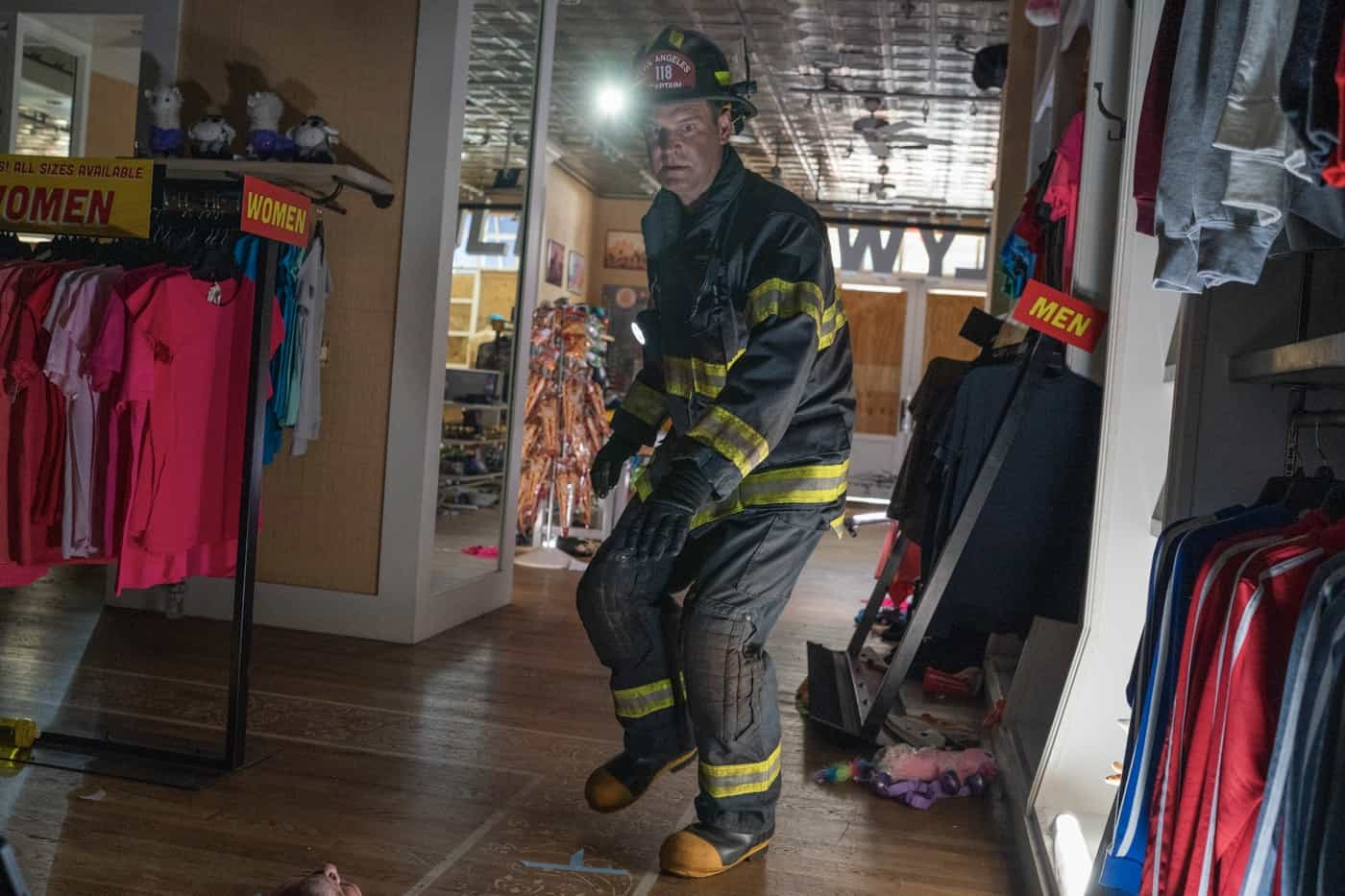 "911 Season 5 Episode 2:  in the ""Desperate Times"" episode of 9-1-1 airing Monday, Sep. 27 (8:00-9:00 PM ET/PT) on FOX.   © 2021 FOX MEDIA LLC. CR: Jack Zeman /FOX."