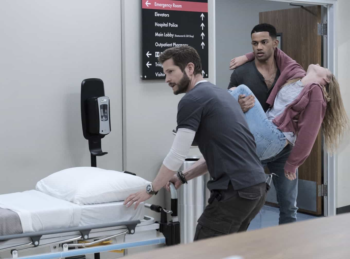 """THE RESIDENT Season 5 Episode 2:  L-R: Matt Czuchry, Miles Fowler and guest star Marnee Carpenter in the """"No Good Deed"""" season premiere episode of THE RESIDENT airing Tuesday, Sept. 28 (8:00-9:00 PM ET/PT) on FOX. ©2021 Fox Media LLC Cr: Guy D'Alema/FOX"""