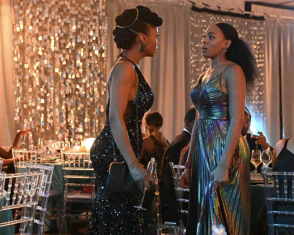 """OUR KIND OF PEOPLE Season 1 Episode 2:  L-R: Yaya DaCosta and Alana Bright in the """"My Mother, Myself"""" episode of OUR KIND OF PEOPLE airing Tuesday, Sept. 28 (9:00-10:00 PM ET/PT) on FOX. ©2021 FOX MEDIA LLC. Cr: Brownie Harris/FOX."""