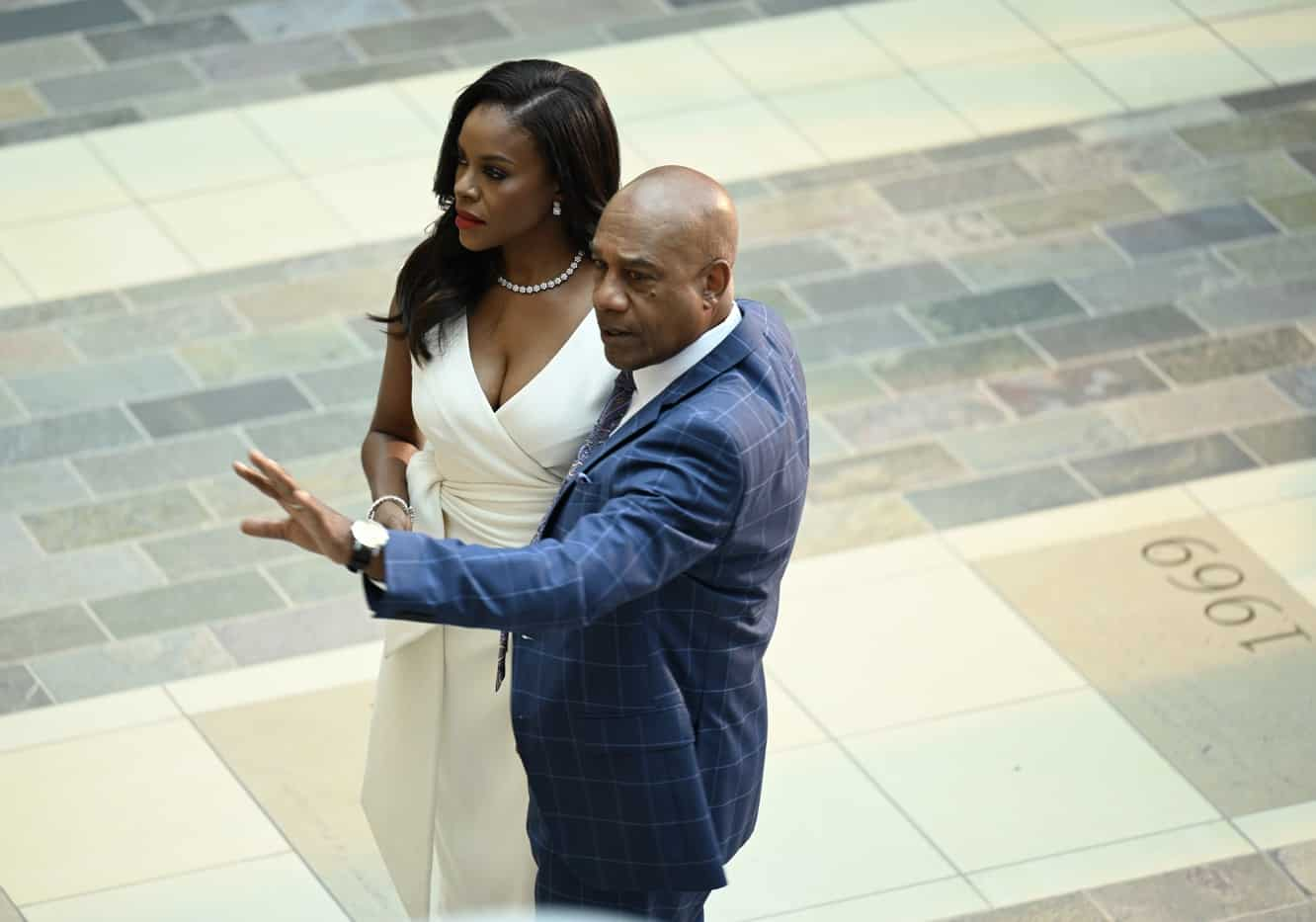"""OUR KIND OF PEOPLE Season 1 Episode 2: L-R: Nadine Bass and Joe Morton in the """"My Mother, Myself"""" episode of OUR KIND OF PEOPLE airing Tuesday, Sept. 28 (9:00-10:00 PM ET/PT) on FOX. ©2021 FOX MEDIA LLC. Cr: Brownie Harris/FOX."""