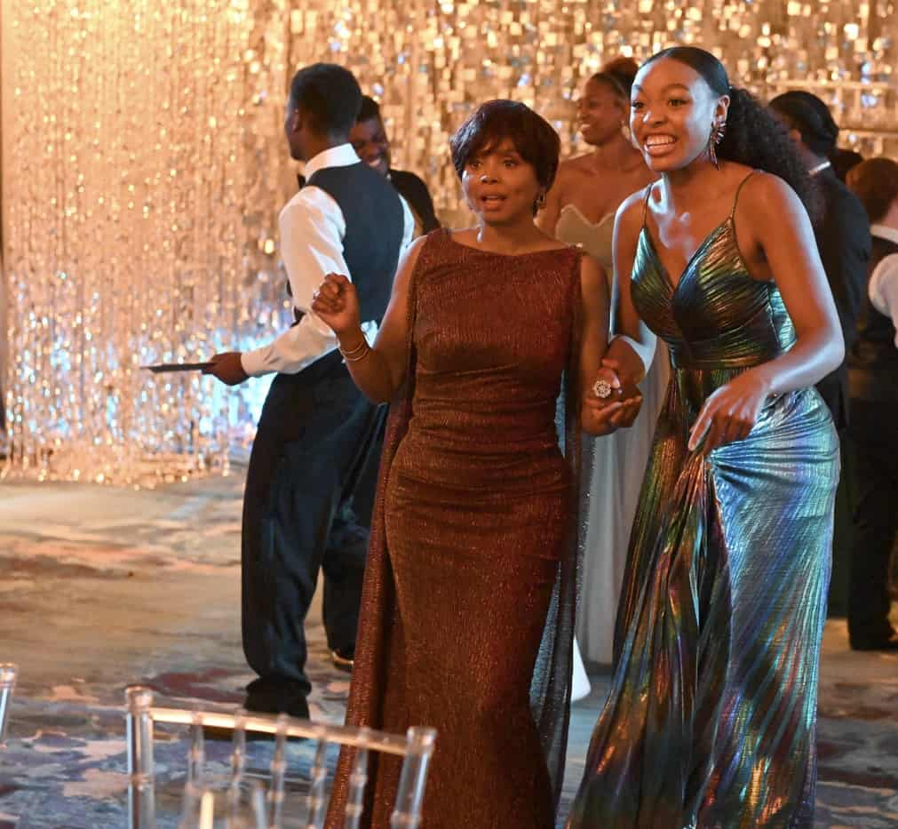 """OUR KIND OF PEOPLE Season 1 Episode 2:  L-R: Guest star Debbi Morgan and Alana Bright in the """"My Mother, Myself"""" episode of OUR KIND OF PEOPLE airing Tuesday, Sept. 28 (9:00-10:00 PM ET/PT) on FOX. ©2021 FOX MEDIA LLC. Cr: Brownie Harris/FOX."""