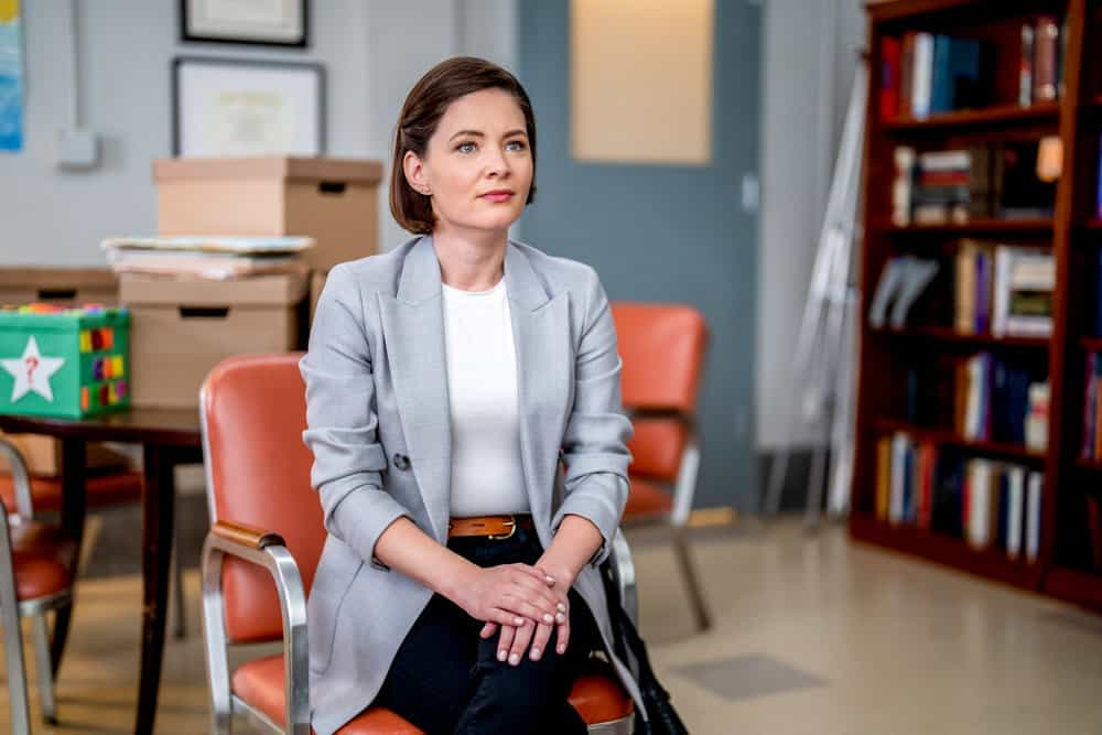 """NEW AMSTERDAM Season 4 Episode 2 -- """"We're In This Together"""" Episode 402 -- Pictured: Sandra Mae Frank as Dr. Elizabeth Wilder -- (Photo by: Zach Dilgard/NBC)"""