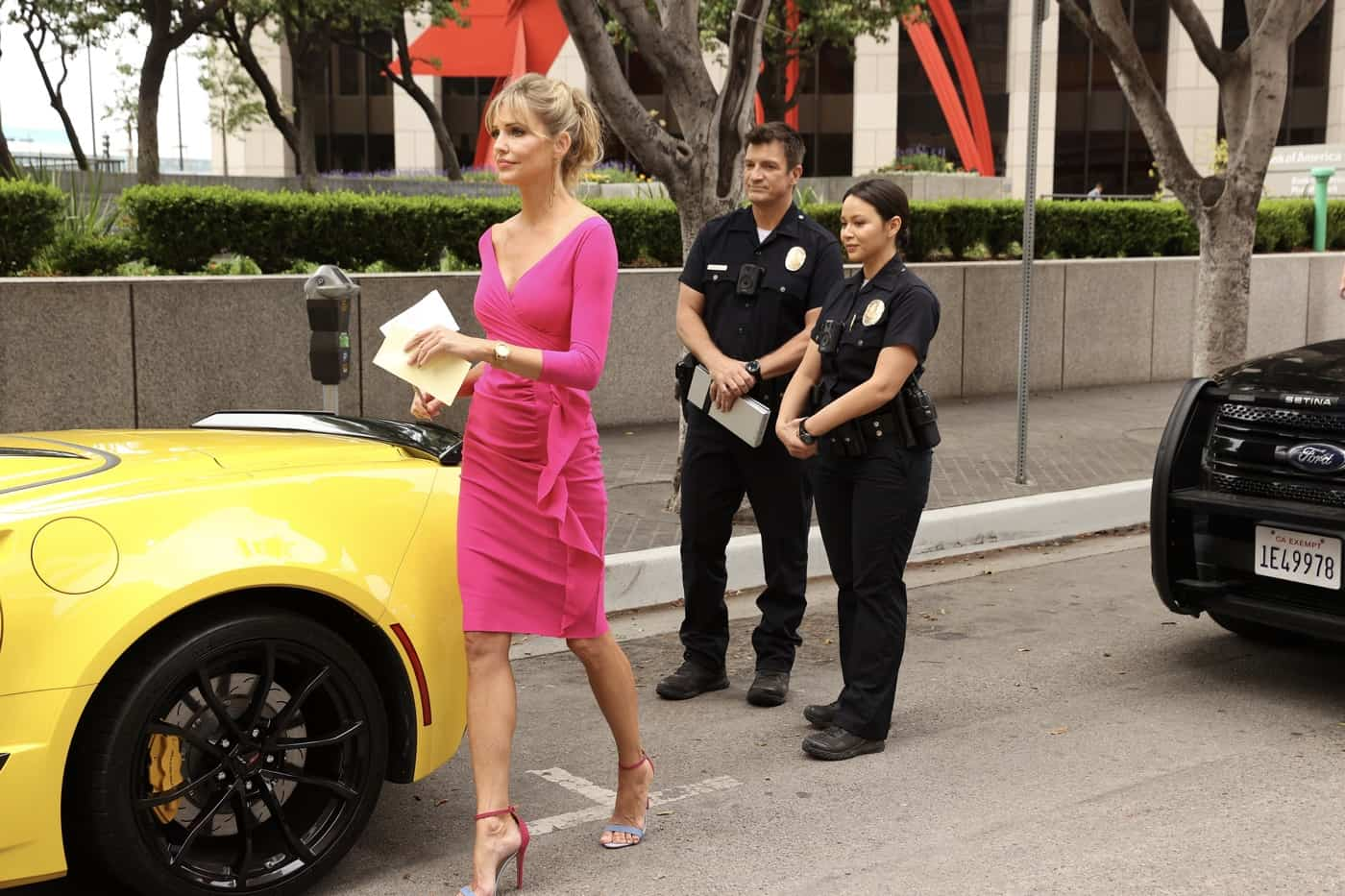 """THE ROOKIE Season 4 Episode 2 - """"Five Minutes"""" – Officer Nolan and Officer Chen's run-in with an infamous thief tips them off to a potentially big heist surrounding the Getty's big gala event. Meanwhile, Nolan works up the courage to ask Bailey out on date on an all-new episode of """"The Rookie,"""" SUNDAY, OCT. 3 (10:00-11:00 p.m. EDT), on ABC. (ABC/Raymond Liu) TRICIA HELFER"""
