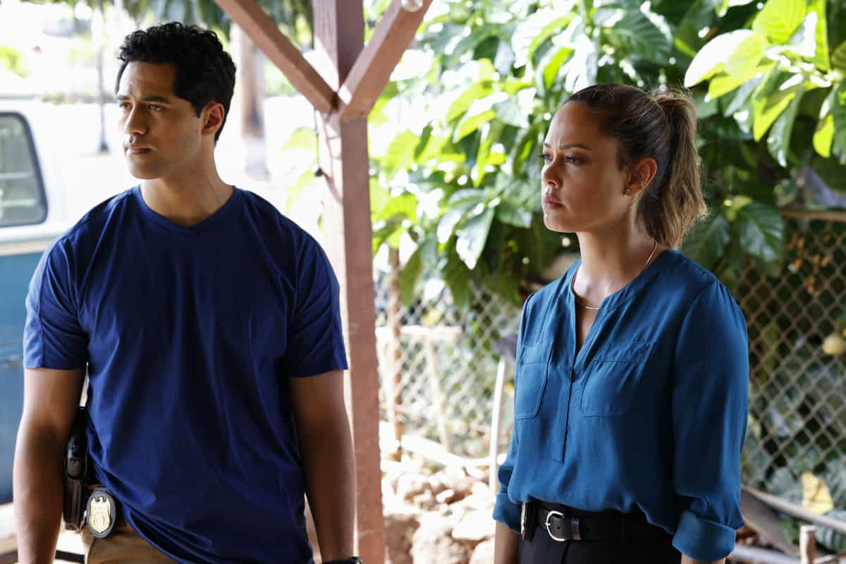 """NCIS HAWAII Season 1 Episode 3 """"Recruiter"""" – Kai goes undercover with one of Hawai`i's oldest surf gangs when a petty officer who's trying to help wayward kids find a new path in the Marines is murdered, on NCIS: HAWAI`I, Monday, Oct. 4 (10:00-11:00 PM, ET/PT) on the CBS Television Network, and available to stream live and on demand on Paramount+. Pictured: Alex Tarrant as Kai Holman, Vanessa Lachey as Special Agent in Charge Jane Tennant. Photo: Zack Dougan/CBS ©2021 CBS Broadcasting, Inc. All Rights Reserved."""