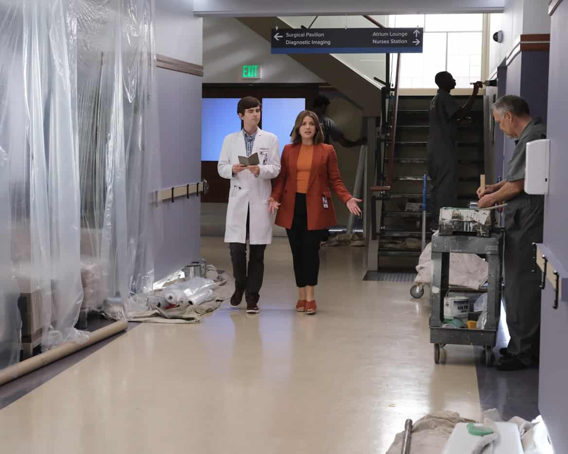 """THE GOOD DOCTOR Season 5 Episode 2 - """"Piece of Cake"""" – Dr. Shaun Murphy and the team race to save a pregnant woman's baby and find her current situation as a convicted felon complicates it even more than they realize. Meanwhile, the hospital takes on some unexpected changes that the staff are not prepared for on """"The Good Doctor,"""" MONDAY, OCT. 4 (10:00-11:00 p.m. EDT), on ABC. (ABC/Jeff Weddell) FREDDIE HIGHMORE, PAIGE SPARA"""