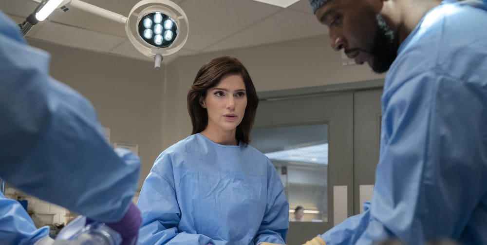"""NEW AMSTERDAM Season 4 Episode 3 -- """"Same As It Ever Was"""" Episode 403 -- Pictured: (l-r) Janet Montgomery as Dr. Lauren Bloom, Jocko Sims as Dr. Flyod Reynolds -- (Photo by: Virginia Sherwood/NBC)"""