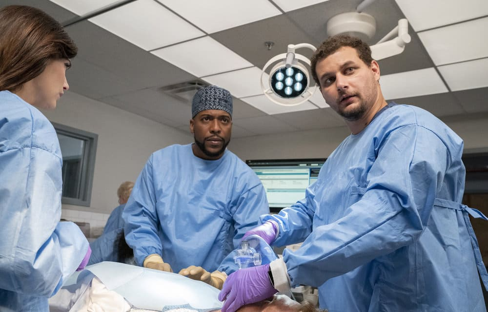 """NEW AMSTERDAM Season 4 Episode 3 -- """"Same As It Ever Was"""" Episode 403 -- Pictured: (l-r) Janet Montgomery as Dr. Lauren Bloom, Jocko Sims as Dr. Floyd Reynolds, Alejandro Hernandez as Casey Acosta -- (Photo by: Virginia Sherwood/NBC)"""