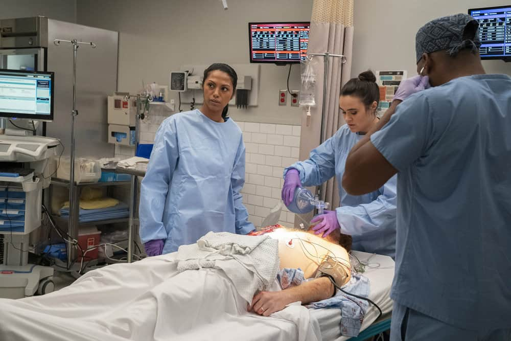 "NEW AMSTERDAM Season 4 Episode 3 -- ""Same As It Ever Was"" Episode 403 -- Pictured: (l-r) Shiva Kalaiselvan as Leyla,  Amaia Arana as Res. Roxanna Zamaya -- (Photo by: Virginia Sherwood/NBC)"