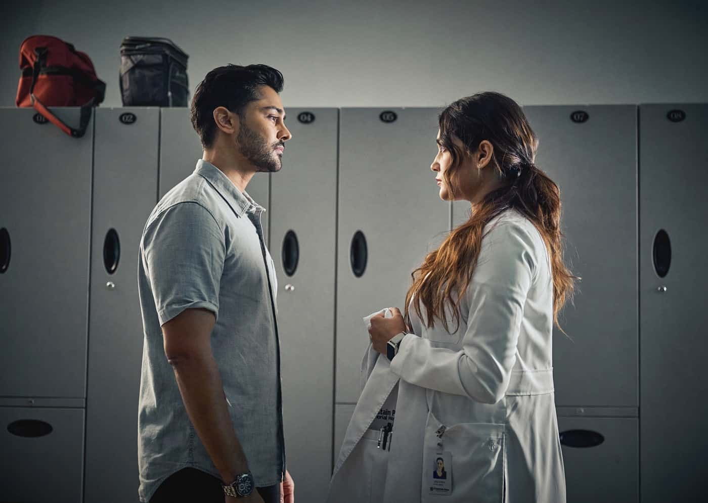 """THE RESIDENT Season 5 Episode 3: L-R:  Manish Dayal and guest star Anuja Joshiin the """"Long & Winding Road"""" episode of THE RESIDENT airing Tuesday, Oct. 5 (8:00-9:00 PM ET/PT) on FOX. ©2021 Fox Media LLC Cr: Tom Griscom/FOX"""